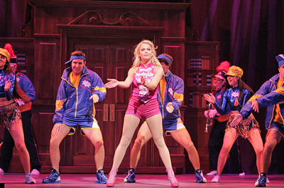 http://www.legallyblondethemusical.com/wp-content/uploads/2017/05/Broadway-Blonde_3.jpg